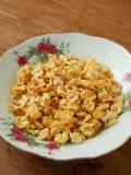 Popcorn schioccato candito del cereale immagini stock