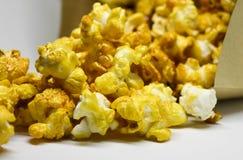 Popcorn selbst gemacht in der Papiertüte Lizenzfreie Stockfotografie