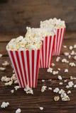 Popcorn som är ordnat i rad med 4th det juli temat Royaltyfria Foton