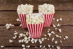 Popcorn som är ordnat med 4th det juli temat Arkivbild