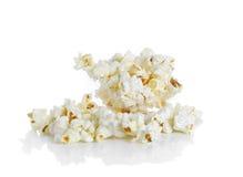 Popcorn som isoleras på den vita bakgrunden Royaltyfria Bilder
