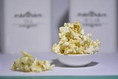 Popcorn sul fondo del briciolo Immagine Stock Libera da Diritti