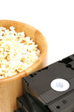 Popcorn u. Video Lizenzfreie Stockbilder