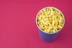 Popcorn in un pacchetto Fotografie Stock Libere da Diritti