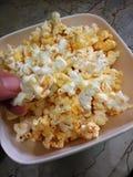 Popcorn in una ciotola Fotografie Stock Libere da Diritti