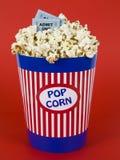 Popcorn und Filme lizenzfreie stockbilder