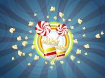 Popcorn und Süßigkeiten Stockbild