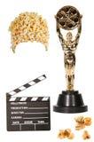 Popcorn, valvola e statua di Oscar isolata Immagine Stock Libera da Diritti
