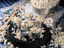Popcorn in vetri di alluminium per un partito Immagine Stock Libera da Diritti