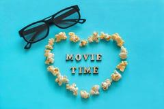Popcorn in vormhart, 3D glazen, de tekst Stock Afbeeldingen