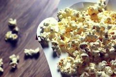 Popcornaskgolv arkivbilder