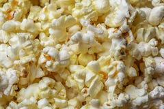 Popcornbakgrund, makro som skjutas av popcorn royaltyfri foto