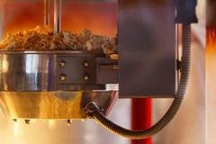 Popcornherstellung Lizenzfreie Stockbilder