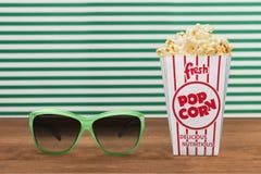 Popcornmat i ask och exponeringsglas 3d Royaltyfri Fotografi