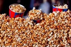 Popcorntexturen Arkivfoto