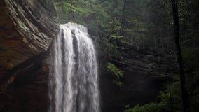 Popiół jamy siklawy skoku do wody pętla - Hockign wzgórza, Ohio zbiory wideo