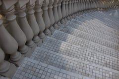 Popielaci mozaika schodki z marmurową kolumną miastowy architektury tło Budować szczegół Fotografia Royalty Free