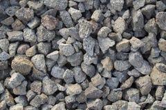 Popielata żwiru zbliżenia fotografia dla tła Ostrzy szarość kamienie w stosie dla budowy zdjęcie royalty free