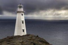 Popielata ponura ranku przylądka dzidy latarnia morska obrazy stock
