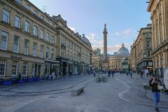 Popielata ulica, Newcastle na Tyne patrzeje w kierunku Grey zabytku książe Popielaty, UK, obraz stock