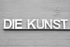 Popielata wersja kostka do gry KUNST z różnymi kolorami fotografia royalty free