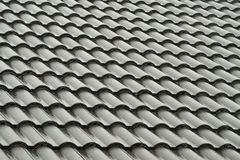 Popielate dachowe płytki w deszczu Obrazy Royalty Free