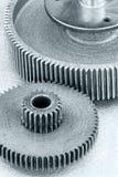 Popielatego metalu przemysłowy tło z gearwheels Fotografia Royalty Free