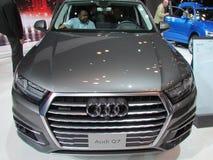 Popielaty Audi Q7 Zielonego dżipa Nowy Jork 2015 Międzynarodowy Auto przedstawienie Obraz Stock