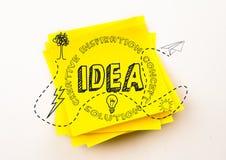 Popielaty pomysłu doodle przeciw żółtej kleistej notatce Zdjęcia Royalty Free