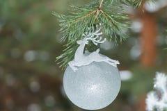 Popielaty srebny kolorów bożych narodzeń ornament w formie Obrazy Royalty Free