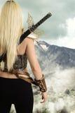 Popiera żeński wojownik patrzeje górę Zdjęcia Stock