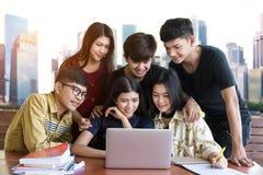 Popiera edukaci szkolnej wiedzy szkoły wyższa uniwersytet obraz stock