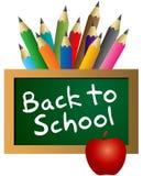 Popiera szkoła na blackboard z kolorów ołówkami Fotografia Royalty Free