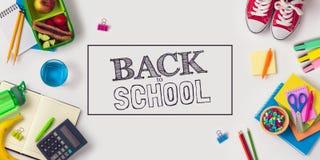 Popiera szkoły pojęcie z szkolnymi dostawami fotografia stock