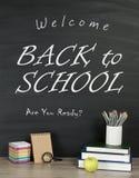 Popiera szkoły pojęcie z writing na blackboard i biurku, appl Obraz Royalty Free