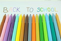 Popiera szkoła - Zdjęcia Stock