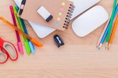 Popiera szkoły pojęcie z szkolnymi dostawami Obrazy Stock