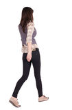 Popiera widok chodząca kobieta. Obraz Royalty Free