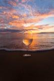 Popijania wino przy zmierzchem Zdjęcie Royalty Free