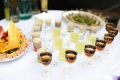 Popijawa na bufeta stole obraz stock