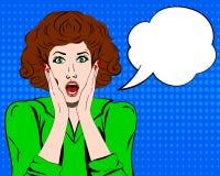Popkonst förvånade kvinnaframsidan med den öppna munnen Komisk kvinna med anförandebubblan också vektor för coreldrawillustration Arkivbild