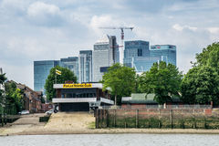 Poplar rowing club in front of the commercial buildings of Canary Wharf Stock Photo