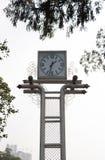 Popołudnie plenerowy timepiece w jawnym parku obraz royalty free