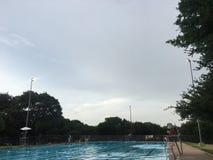 Popołudnie przy basenem! zdjęcie royalty free
