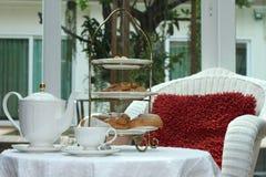 Popołudniowa herbata i eclair Obraz Stock