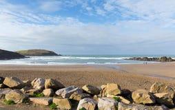Popolare britannico del sud di Devon England della spiaggia di Challaborough per praticare il surfing vicino all'isola ed al Bigb Fotografia Stock Libera da Diritti