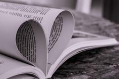 Popolare delle pagine del libro nella forma di cuore Immagine Stock