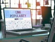 Popolarità di collegamento - concetto sullo schermo del computer portatile 3d Immagine Stock