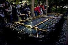 Popolo giapponese di nuovo anno di purificazione di vigilia Immagini Stock
