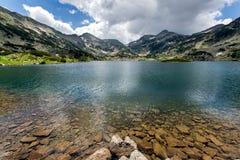 Popovo sjö, Pirin berg Royaltyfri Foto